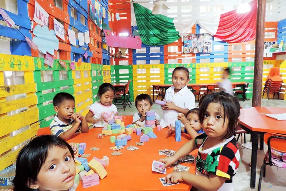 Interior 2 Kinder el Porvenir en las afueras de la ciudad de Cancun Qroo Foto Arquitecturazul.