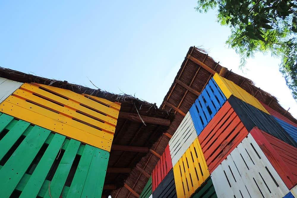 Detalle tarimas Kinder el porvenir en las afueras de la ciudad de Cancun Q.roo . Foto Arquitecturazul.